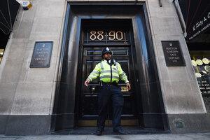 В Лондоне пенсионеры украли ювелирные изделия на £200 млн