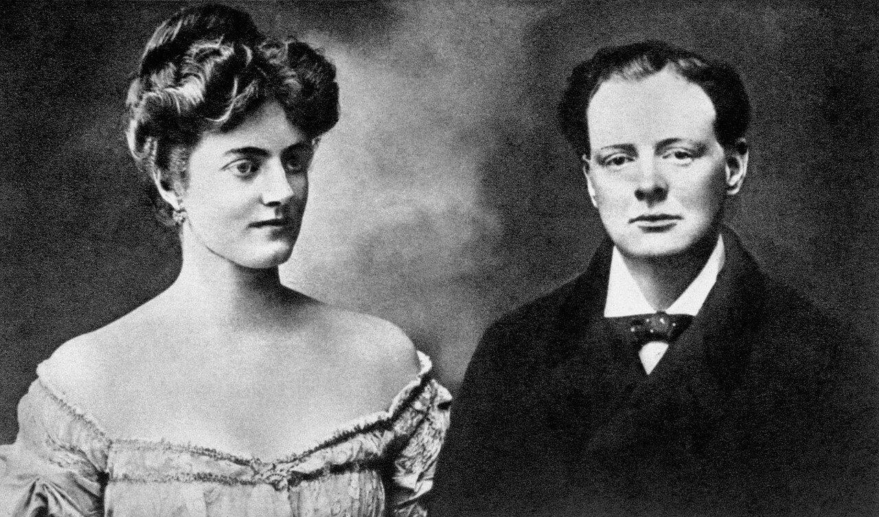 1908. Уинстон Черчилль с мисс Клементиной Хозье