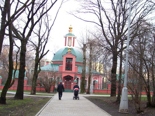 Храм Пресвятой Троицы в Воронцовском парке