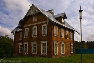 Домик в русском стиле у Кавалерского корпуса.