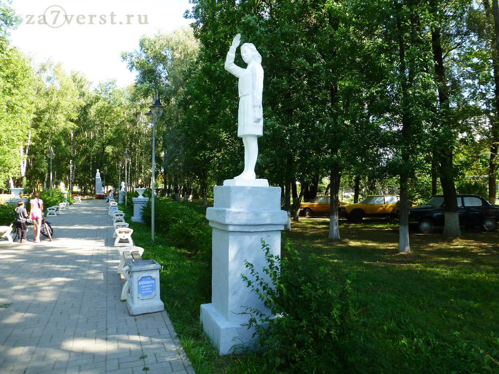 Памятник пионеру в Тутаеве Ярославской области
