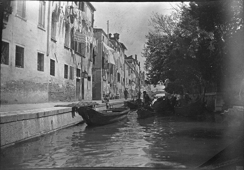 Венеция. Канал с гондолами, 1900