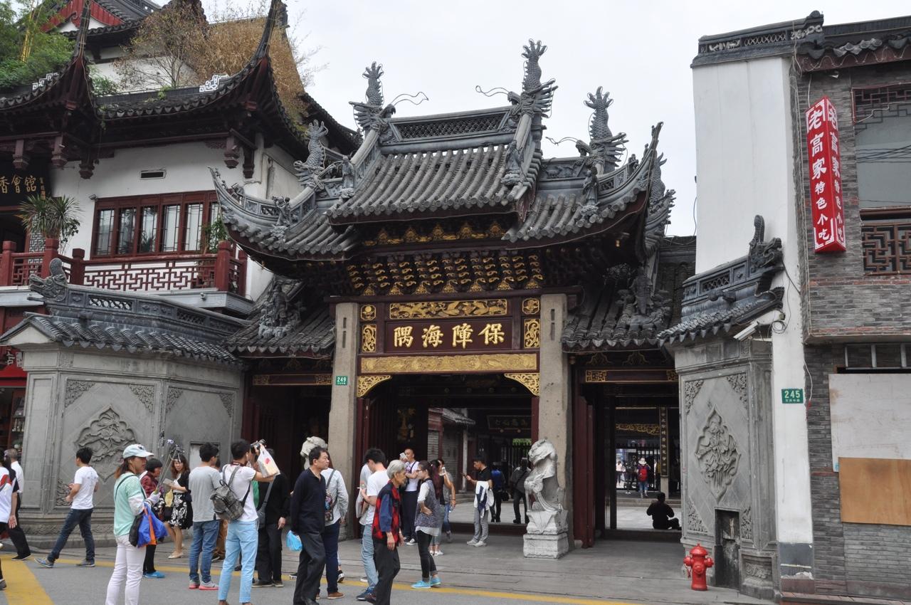 Вход в храм Городских Богов