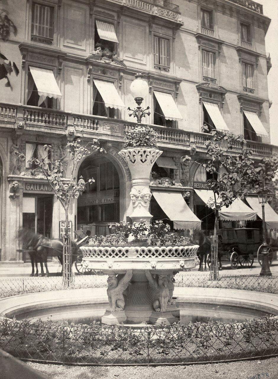 1867–70. Фонтан , площадь Мадлен.jpg