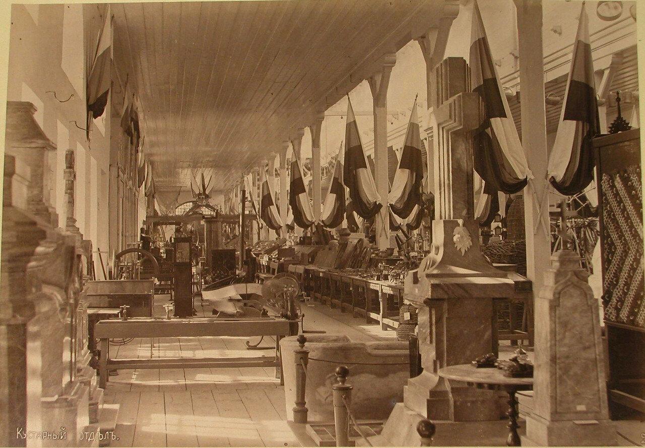 17. Вид части зала, где размещался кустарный отдел выставки
