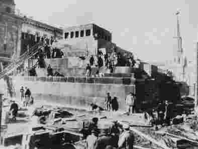 Строительство третьего, гранитного Мавзолея Ленина