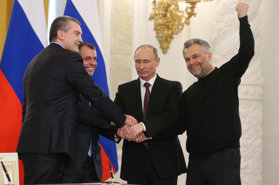 Путин присоединяет Крым.png