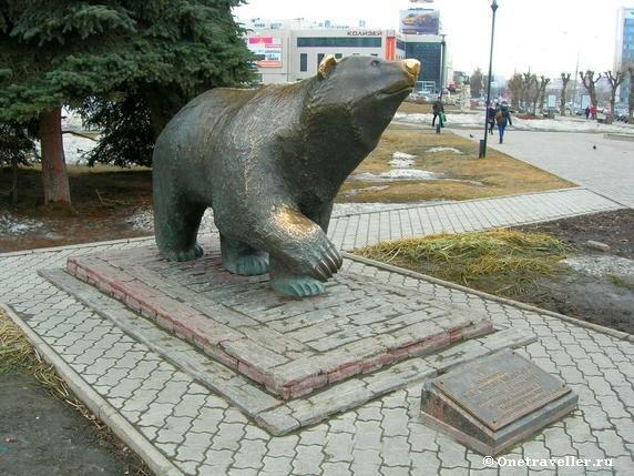 Пермь. Скульптура Легенда о пермском медведе (2009 г.)