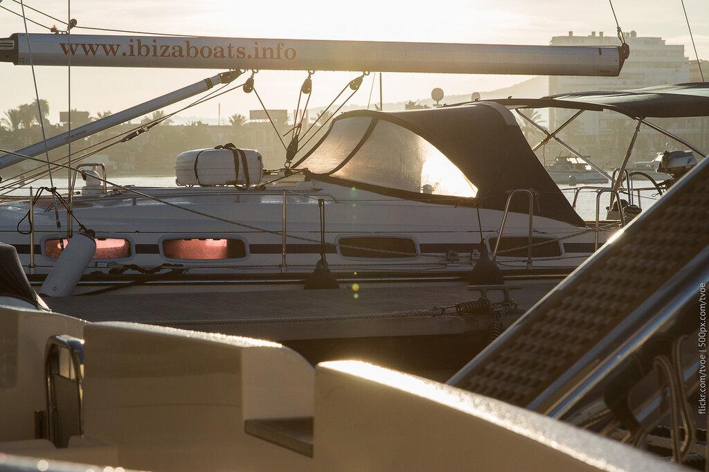 Рассвет в Сан-Антонио. Яхты.
