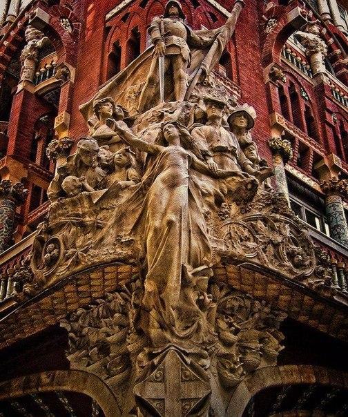 Необыкновенная архитектура Барселоны в деталях (6 фото)