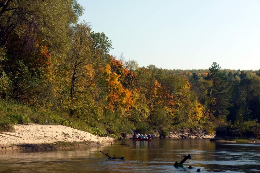 Сплав по реке, Золотая осень