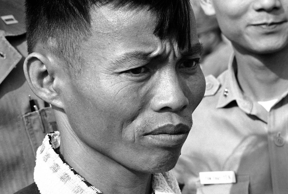 Боец армии Северного Вьетнама, взятый в плен