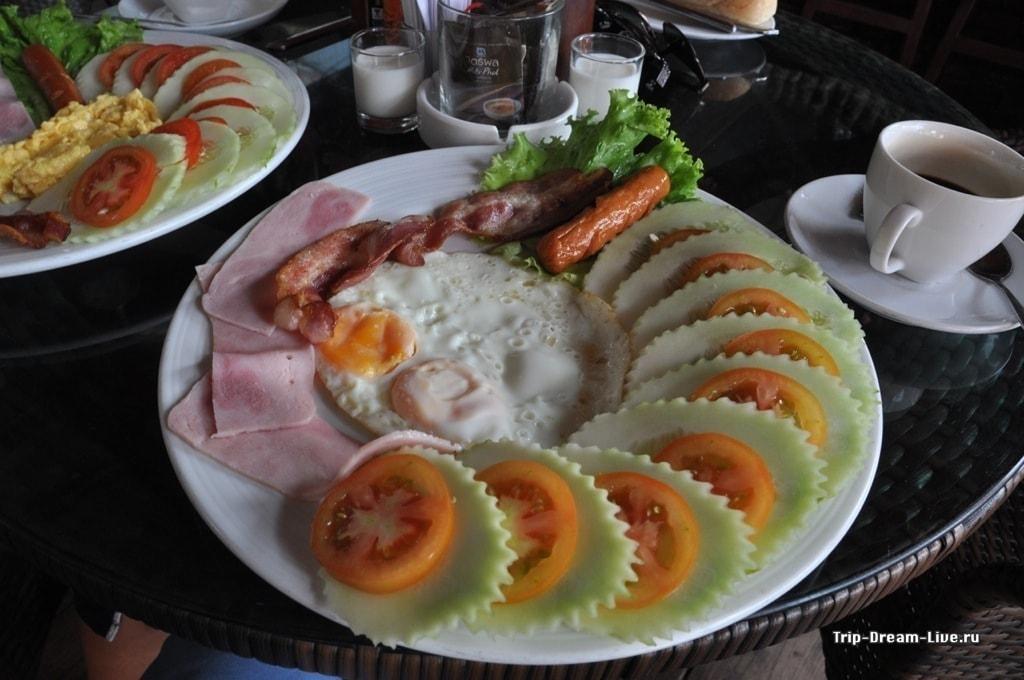 Американский завтрак в Bakery Bar