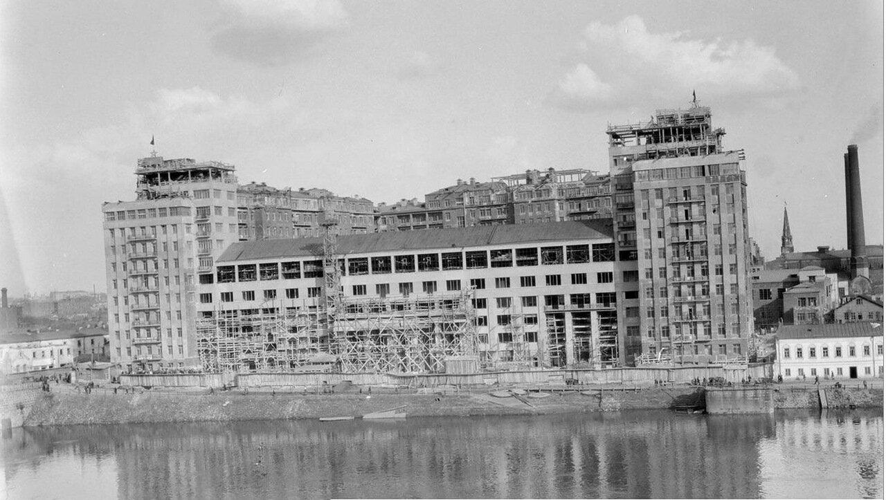 03. Строительство «Дома на набережной» со стороны Берсеневской набережной