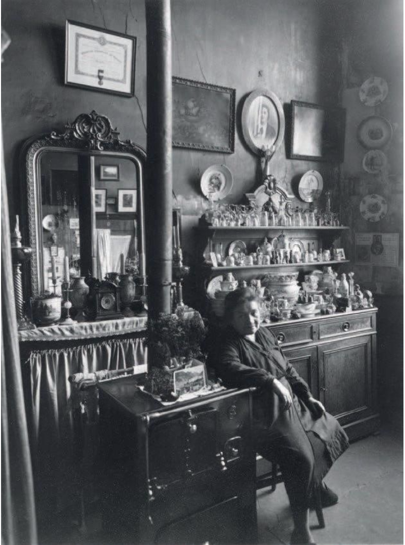 1953. Г-жа Августин, Париж