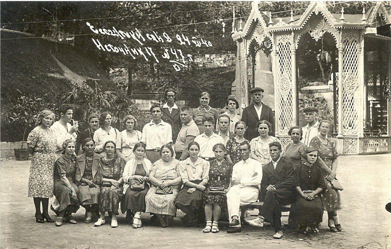 1940. Ессентуки. У ажурного бювета источника № 17