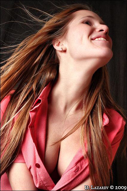 удалова алёна. алена удалова. девушка в мужской рубашке. розовая рубашка. alesik. домашняя фотостудия.