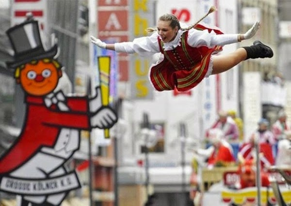 Радостные фотографии прыгающих людей и животных 0 130958 ce678f8a orig