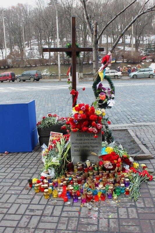 Поминальный крест на Европейской площади