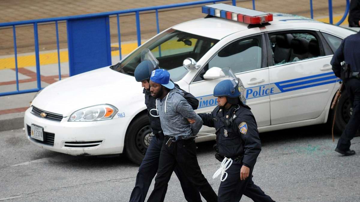 Конец полицейскому государству: Массовые протесты и уличные погромы в Балтиморе (США) (57)