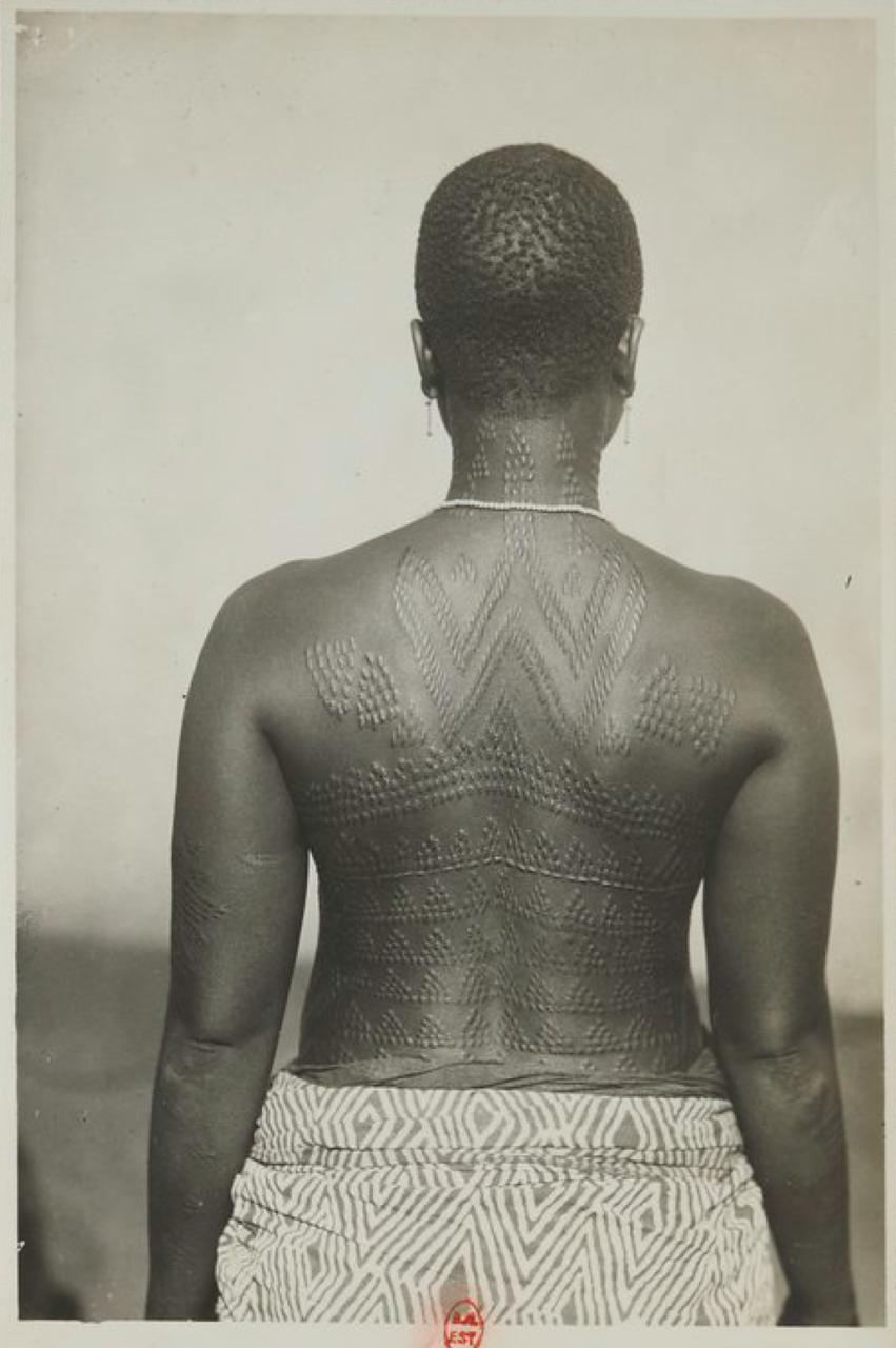Женщины с ритуальными шрамами