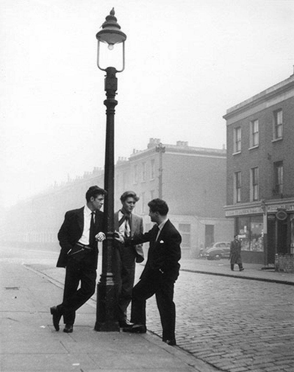 1954. Мелкие жулики
