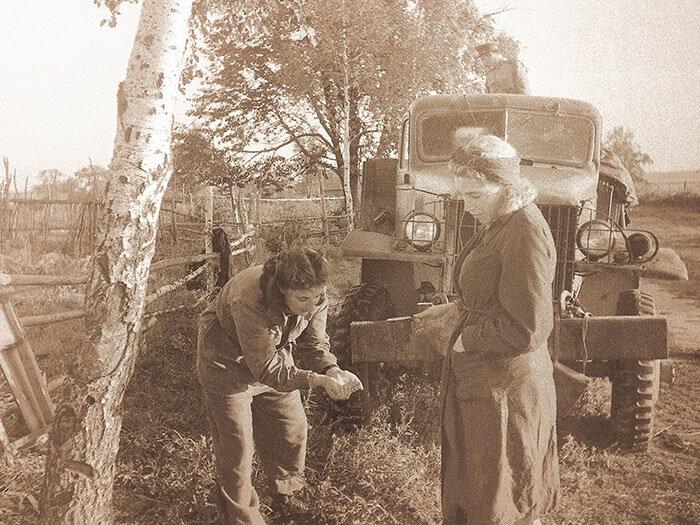 1944 год. Водители. На освобожденной территории Польши. Фото Е. Умнова