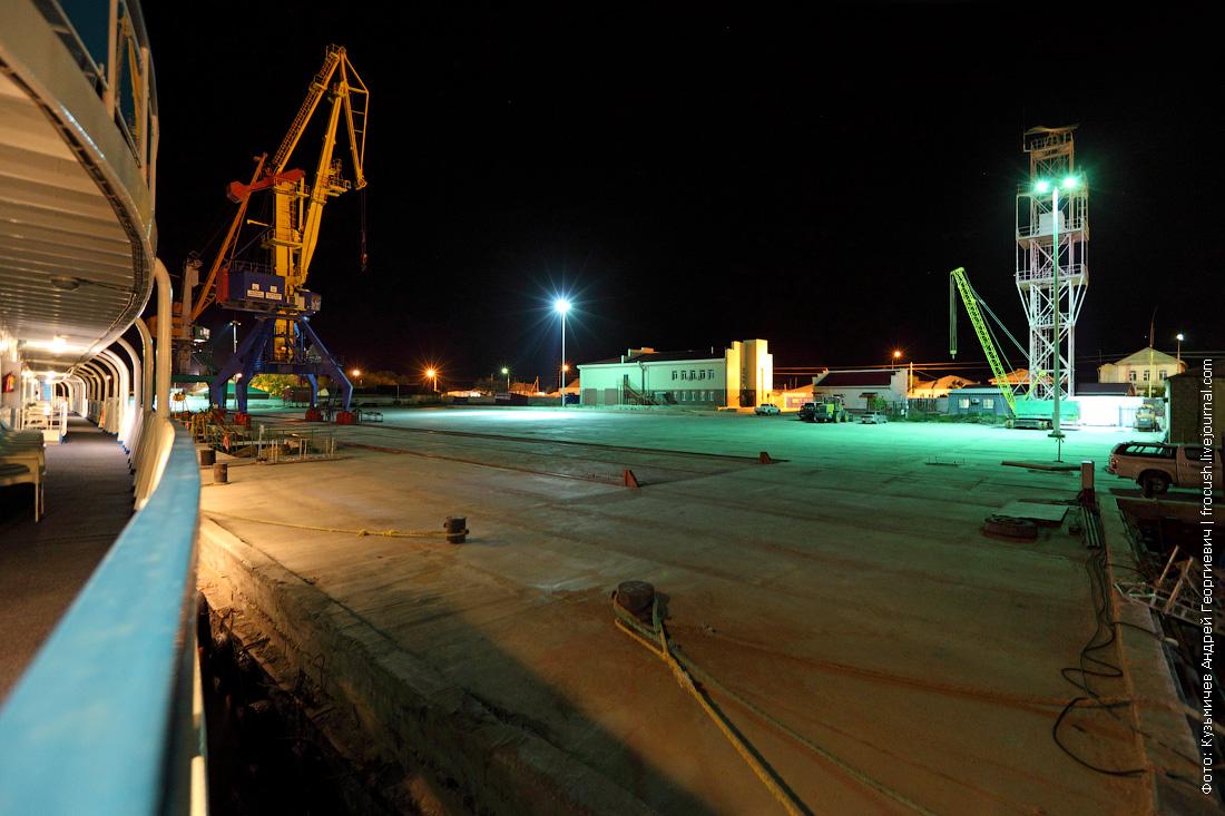 ночное фото теплоход Русь Великая в порту Баутино