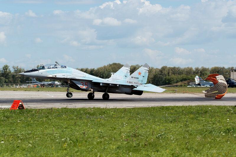 Микоян-Гуревич МиГ-29УБ (RF-92268 / 35 красный) D809920
