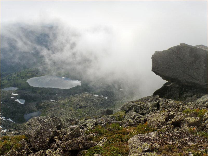 Внизу озеро Мраморное