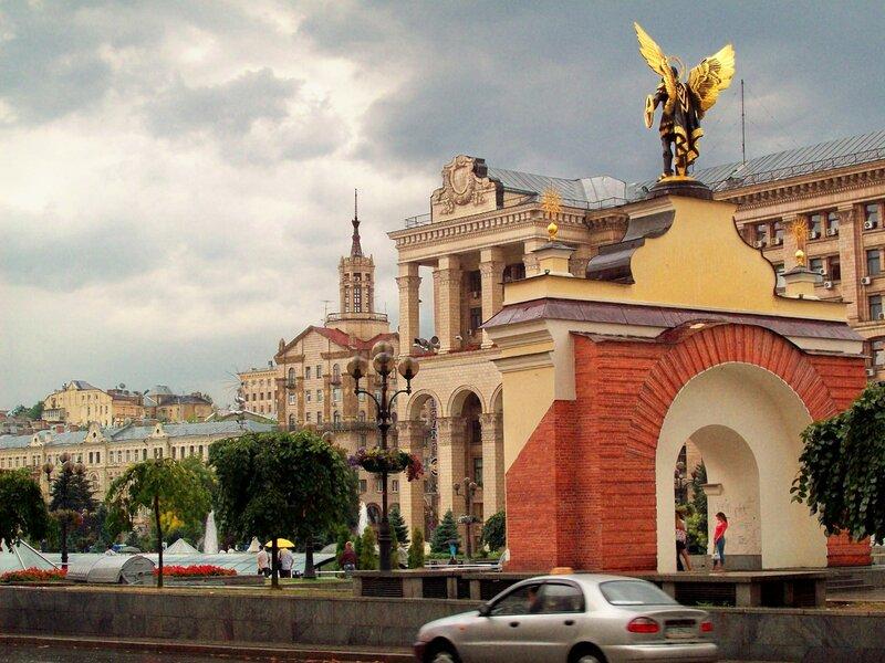 Вид на Лядские ворота с Михайловской
