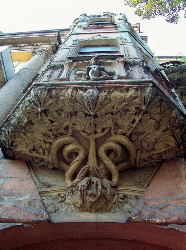 Старинный балкон