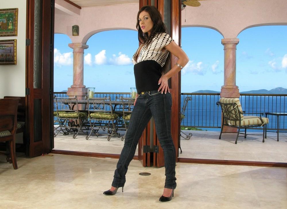 Alyssa Reece развлекается на курорте