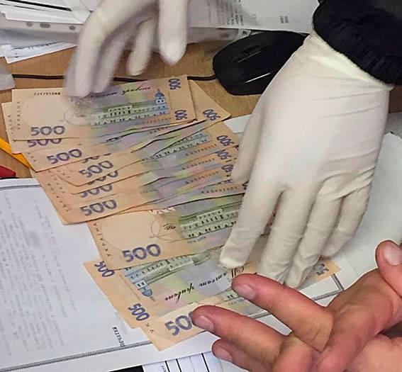 Руководителя районного подразделения облэнерго на Харьковщине задержали на взятке 7 тыс. гривен. ФОТО