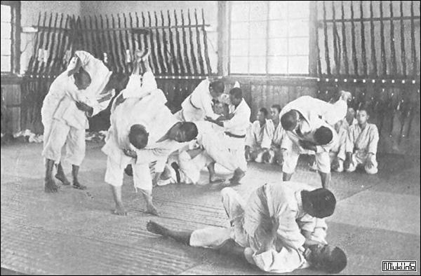 Джиу Джитсу - название серии японских боевых искусств