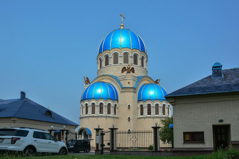 Церковь Троицы Живоначальной в Орехове-Борисове.jpg