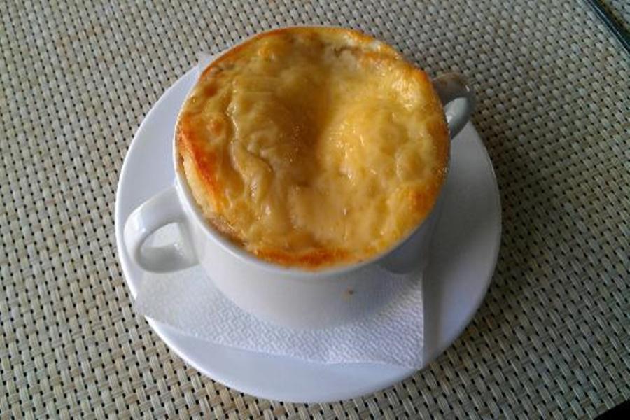 Литовский суп из лука на мясном бульоне