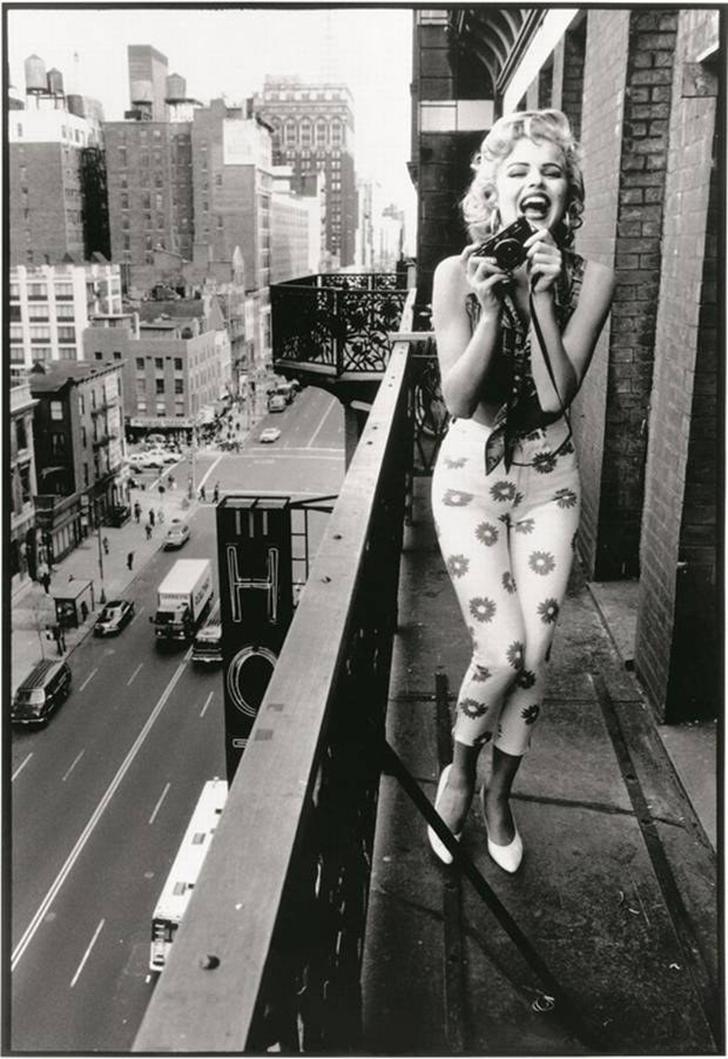 Этот снимок часто выдают за винтажную фотографию Мэрилин Монро, но на самом деле это супермодель Ева