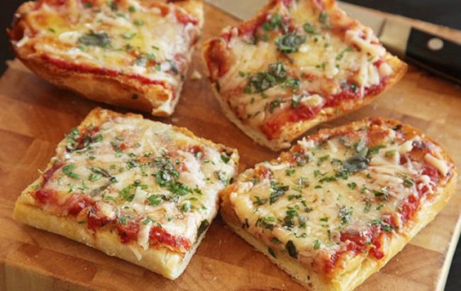 Ингредиенты: багет— 1шт. ветчина— 200г сыр— 200г томатная паста зелень Приготовление: Разрезат