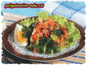 Салат с морковью, брокколи и вешенками