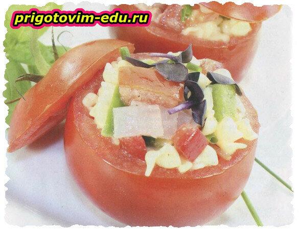 Помидоры с салатом из макарон