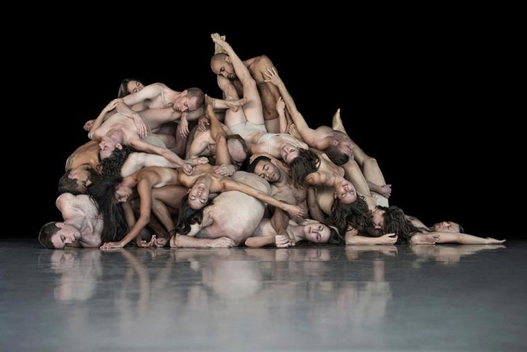 Photographer explores what happens to dancers when they stop moving (11 pics)