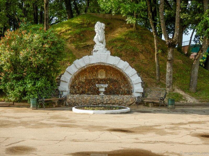 Грот со львом, Лопатинский сад, Смоленск