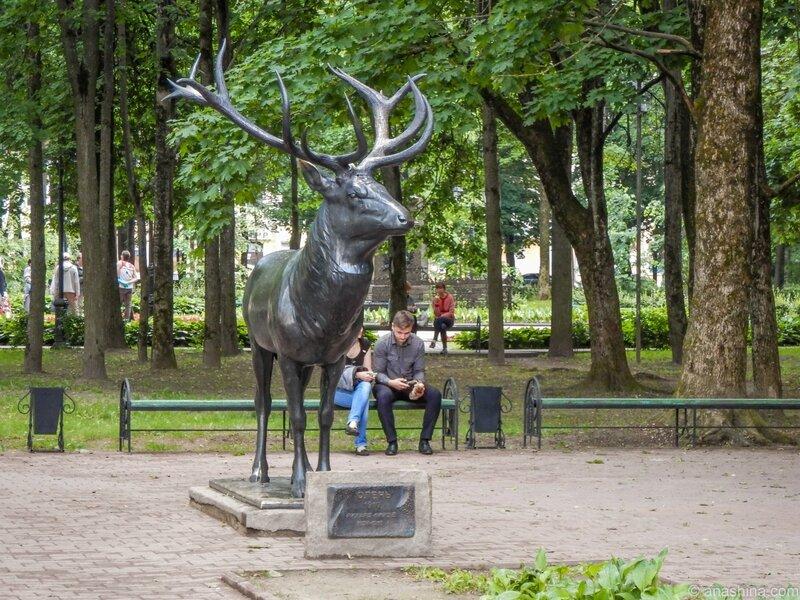 Статуя бронзового оленя в саду Блонье, сад Блонье, Смоленск