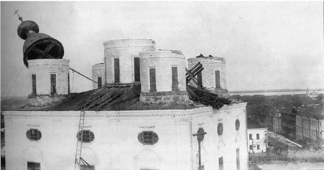 1929. Сброс купола со Свято-Троицкого собора. Апрель