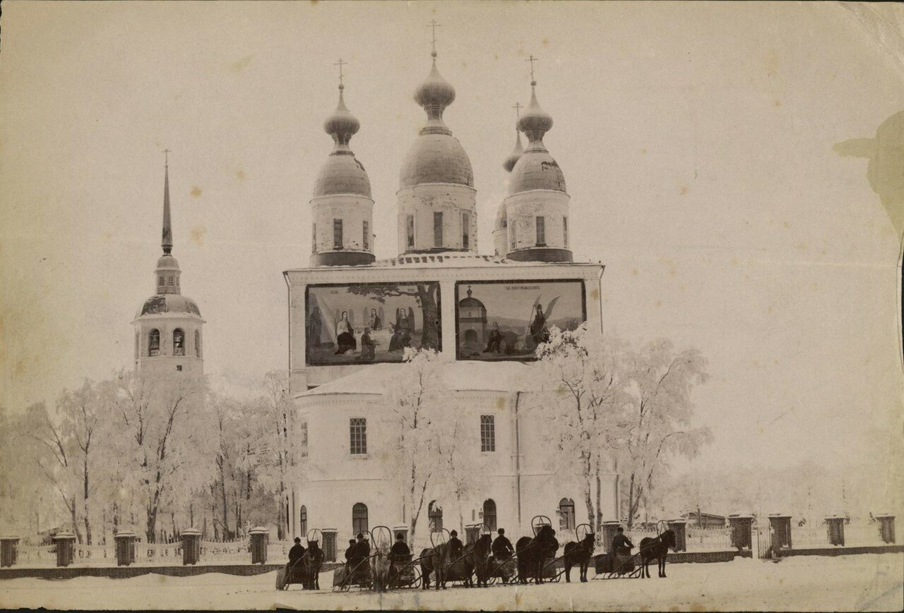 Свято-Троицкий кафедральный собор зимой