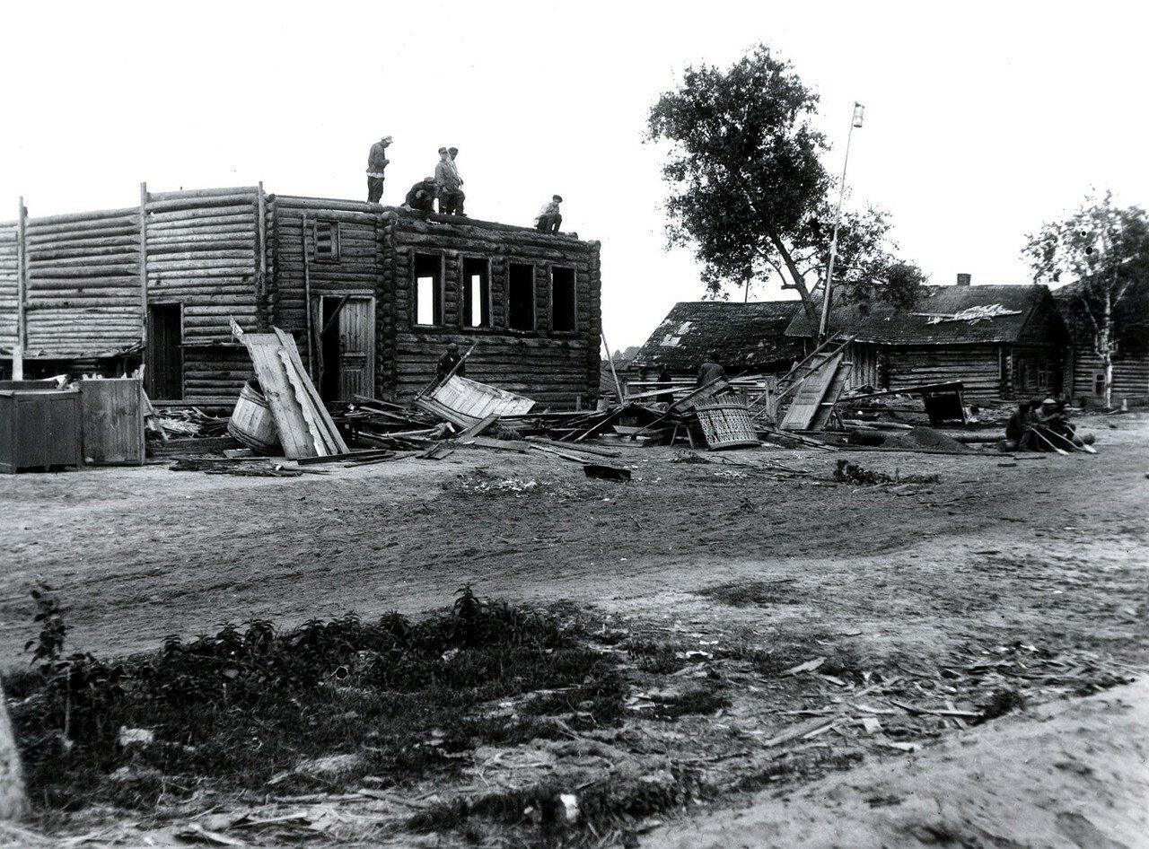 Деревня Иваньково. Разбор домов для переноса из зоны затопления Иваньковского водохранилища