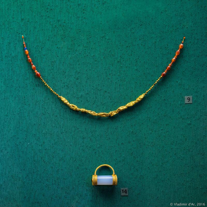 Ожерелье с изображением «узлов Геракла» и подвеска