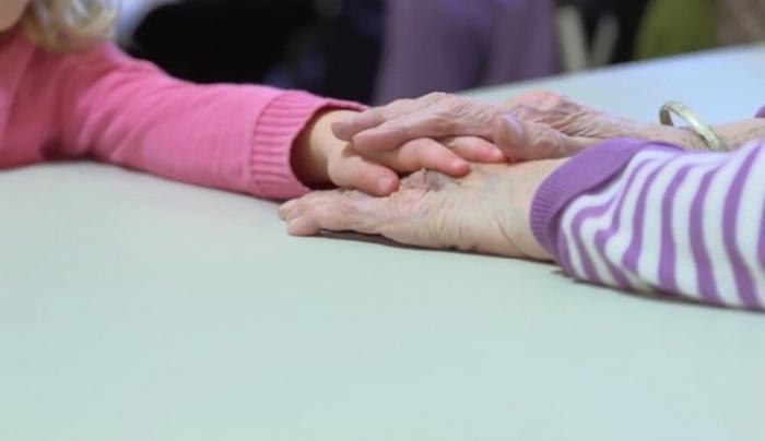 3. Дети воспринимают людей старшего поколения как своих бабушек и дедушек, а пенсионеры рады дарить