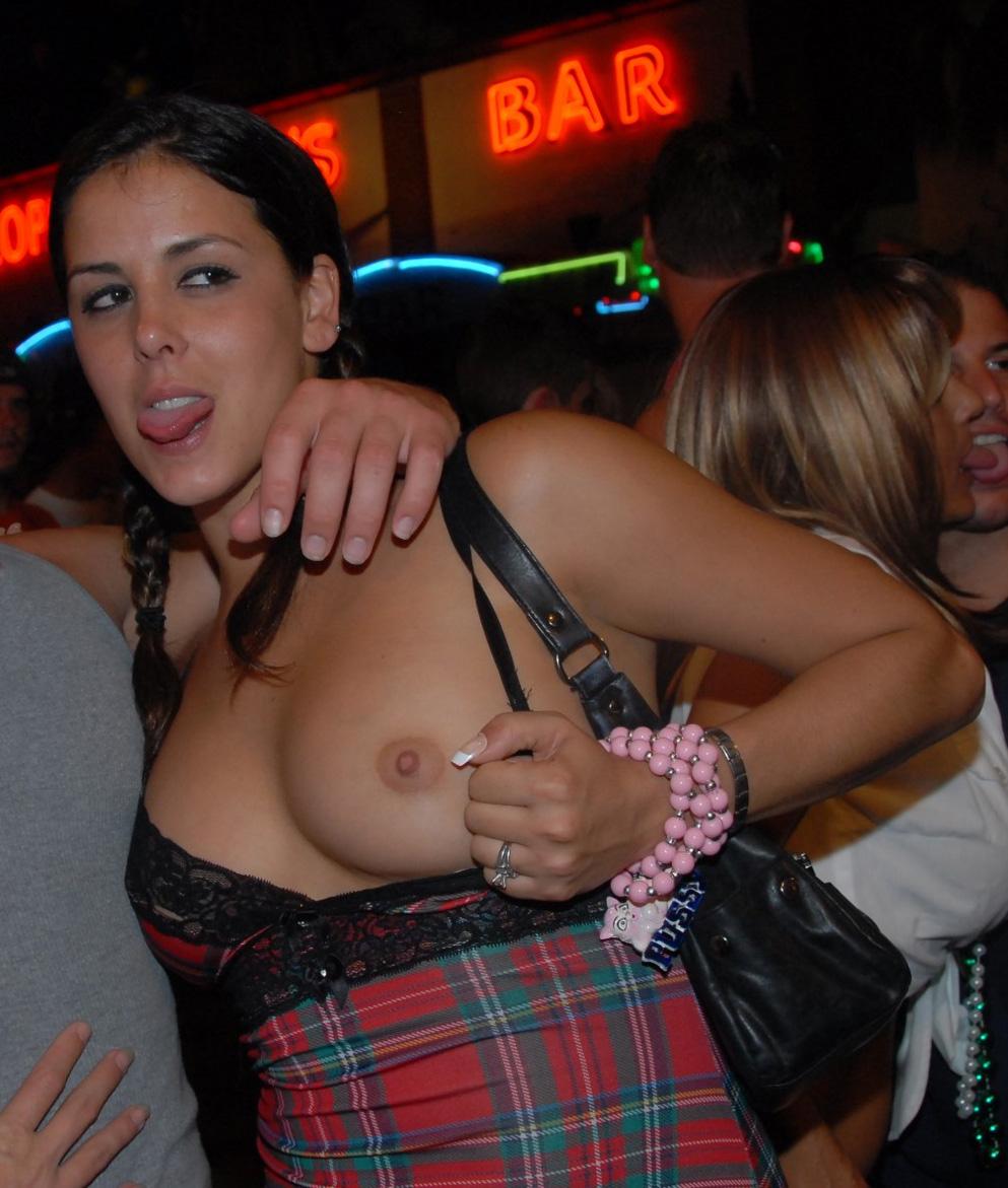Show tits at club